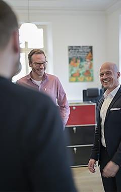 Christian Stopper der Volksbank Weinheim mit Jan Machuletz und Jonas Machuletz, Atalanta