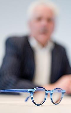Volksbank Weinheim und Private Banking Partner Peter Boldt mit seiner bunten Brille
